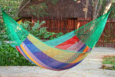 mayan hammocks are still made the same way early mayan used to make them  the inidual threads are not tied in a knot but simply crossed against each     mayan hammocks  rh   mexican folk art guide